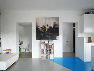 Phòng khách phong cách tối giản bởi architetto stefano ghiretti Tối giản