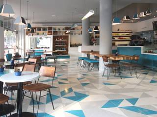 Sala da pranzo moderna di Ariel Rojo Design Studio Moderno