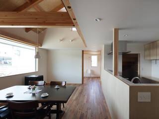 木更津のサイクリストの家 House in Kisarazu,Chiba モダンデザインの リビング の 株式会社 神成建築計画事務所 モダン