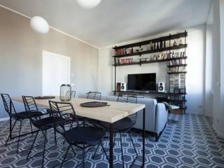 Un appartamento a Milano Sala da pranzo moderna di Barbara Patrizio DesignLab Moderno