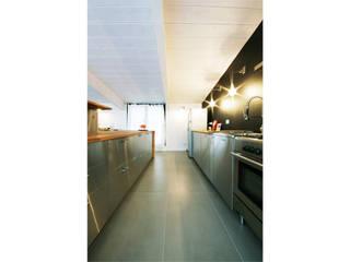 Un sottotetto a Milano Cucina minimalista di Barbara Patrizio DesignLab Minimalista
