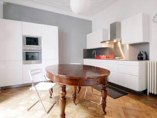 Un appartamento a Milano: Cucina in stile  di Barbara Patrizio DesignLab