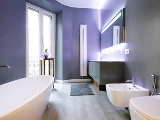 Un appartamento a Milano: Bagno in stile  di Barbara Patrizio DesignLab