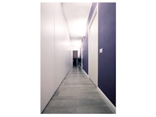 Un appartamento a Milano: Ingresso & Corridoio in stile  di Barbara Patrizio DesignLab