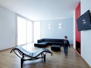 Una villa a Padova: Soggiorno in stile  di Barbara Patrizio DesignLab