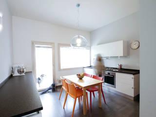 Una villa a Padova: Cucina in stile  di Barbara Patrizio DesignLab