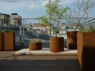 Giardino moderno di neubert und fuchs_gartenabteilung Moderno