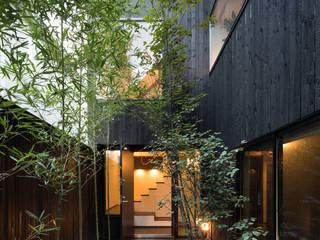 露地の中庭が趣をあたえる都市住宅 の acaa モダン