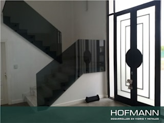 Modern Corridor, Hallway and Staircase by HOFMANN - DESARROLLOS EN VIDRIO Y METAL Modern