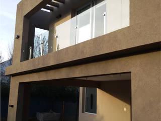 Balcones y terrazas de estilo moderno de HOFMANN - DESARROLLOS EN VIDRIO Y METAL Moderno