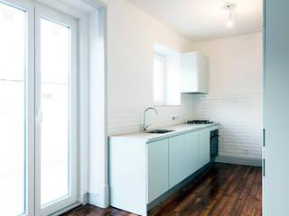 Penha de França 252: Cozinhas  por ALA.rquitectos,Moderno