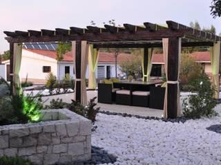 Pérgola | Porto de Mós:   por Leais & Oliveira, Lda,Rústico