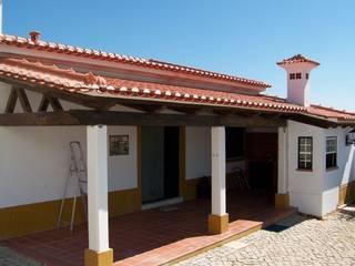 Telheiro | Tomar: Moradias  por Leais & Oliveira, Lda,Rústico