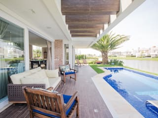 Дома в стиле модерн от Arquiteto Vinicius Vargas Модерн