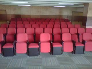 Ministerio de defensa en Bogotá Estudios y despachos de estilo moderno de Metalmuebles Moderno