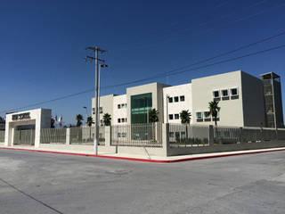 HIGHSCHOOL COLEGIO AMERICANO SALTILLO: Estudios y oficinas de estilo  por CONSTRUCTORA MEGA