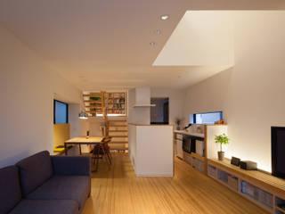 LIGHT BLOSSOM モダンデザインの リビング の 内海聡建築設計事務所 モダン