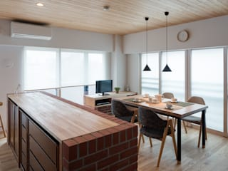 ENSEMBLE: 内海聡建築設計事務所が手掛けたダイニングです。