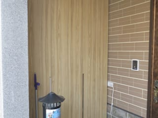 Pasillos, vestíbulos y escaleras modernos de 伊梵空間規劃設計 Moderno