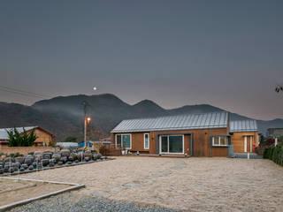 수류헌 隨遛軒-당신께서 머무셨던 자리에 세워진 집: 건축사사무소 이인집단의  주택,