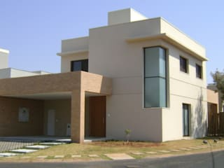 Residência Village Damha III Mirassol: Casas  por Laura Arruda Arquitetura,Moderno