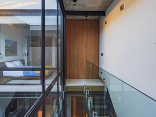 La Casita Pasillos, vestíbulos y escaleras industriales de TRES MAS DOS ARQUITECTOS Industrial