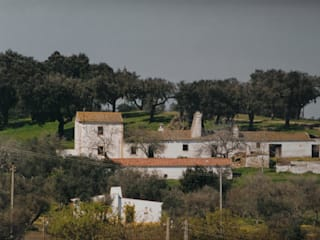 REFURBISHMENT | QUINTA AURORA, RURAL TOURISM von PACHECOSANTOS ARQUITECTOS Rustikal