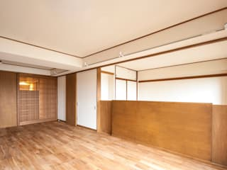 Modern living room by 千田建築設計 Modern