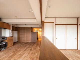Salones modernos de 千田建築設計 Moderno