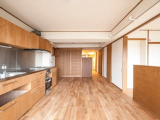 Cozinhas modernas por 千田建築設計 Moderno