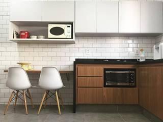 Reforma: Armários e bancadas de cozinha  por Mariana Lima,Moderno