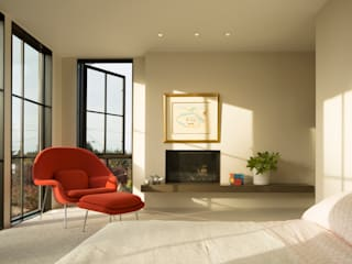 Magnolia House:  Bedroom by Rerucha Studio