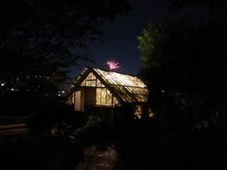 夜景: 神家昭雄建築研究室が手掛けた家です。