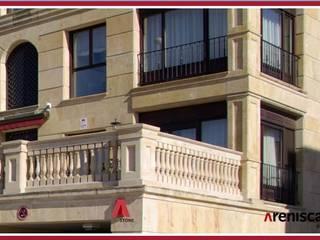 Casas de estilo mediterráneo de ARENISCAS STONE Mediterráneo