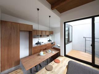狭小地に建つ家 / zuiun: zuiun建築設計事務所 / 株式会社 ZUIUNが手掛けたダイニングです。