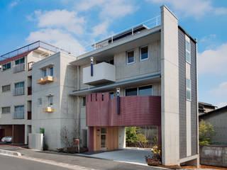極小敷地 鉄筋コンクリート造 (3F+B1)の広々な暮らし: (株)独楽蔵 KOMAGURAが手掛けた家です。
