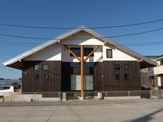 棟持柱のある家: ESK設計一級建築士事務所が手掛けた木造住宅です。