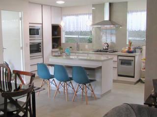 Retrofit de residência com mais de 30 anos Cozinhas ecléticas por PANORAMA Arquitetura & Interiores Eclético