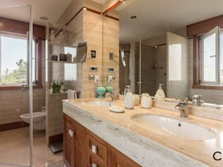 Phòng tắm phong cách hiện đại bởi CCVO Design and Staging Hiện đại