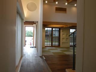 棟持柱のある家: ESK設計一級建築士事務所が手掛けたリビングです。