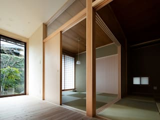 高野俊吾建築設計事務所:  tarz Oturma Odası,