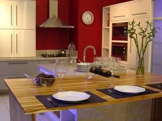 Show room na Serra Gaúcha - Cozinha Gourmet por ALINE TROIAN arquitetura & engenharia civil Moderno