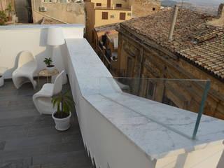 Moderner Balkon, Veranda & Terrasse von Sergio Guastella STUDIO97 Modern
