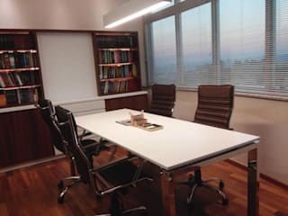 Estudios y despachos de estilo clásico de Nuriê Viganigo Clásico