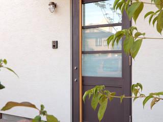 本とともに暮らす家 インダストリアルな 玄関&廊下&階段 の こぢこぢ一級建築士事務所 インダストリアル