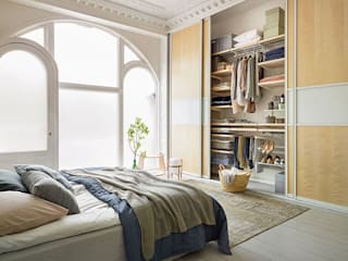Scandinavian style dressing room by Elfa Manufacturing Poland Scandinavian