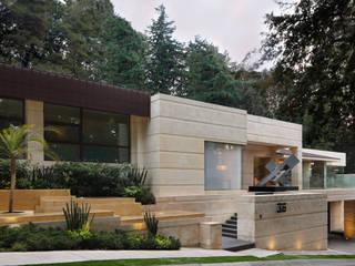 :  de estilo  por Lazza Arquitectos