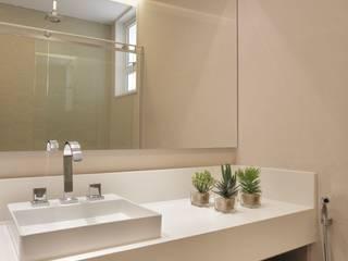 Casas de banho modernas por Paula Müller Arquitetura e Design de Interiores Moderno