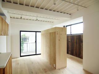 寺町の家 インダストリアルデザインの リビング の 石井井上建築事務所 インダストリアル