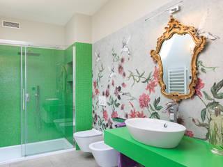 Moderna Villa in Bioedilizia by BIOHAUS: Bagno in stile  di Stefano Pedroni